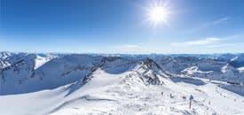 Sonnenskilauf am Gletscher